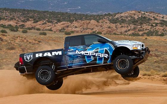 Дополнительное оборудование авто: Баран Ram Runner боднул Ford Raptor на его територрии»